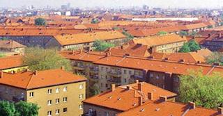 Mehrfamilienhäuser der Künstlerkolonie Berlin , mit orangenem Dach von oben fotografiert