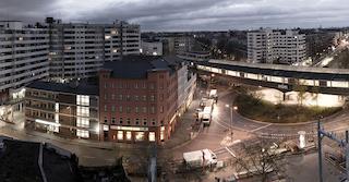 Stadtteil mit einem Kreisel und teilweise beleuchteten Häusern